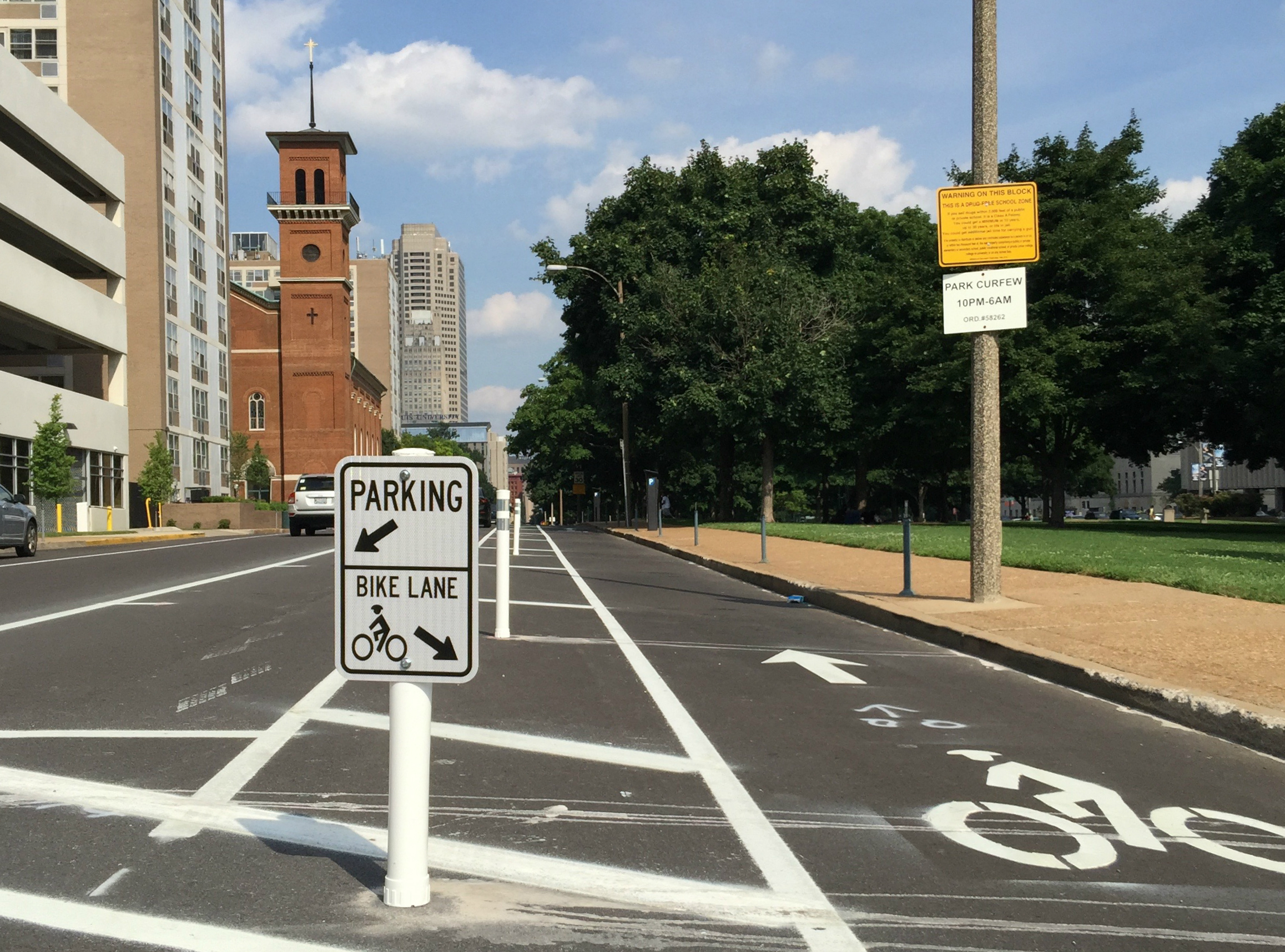 Chestnut Street protected bike lane - St. Louis, MO