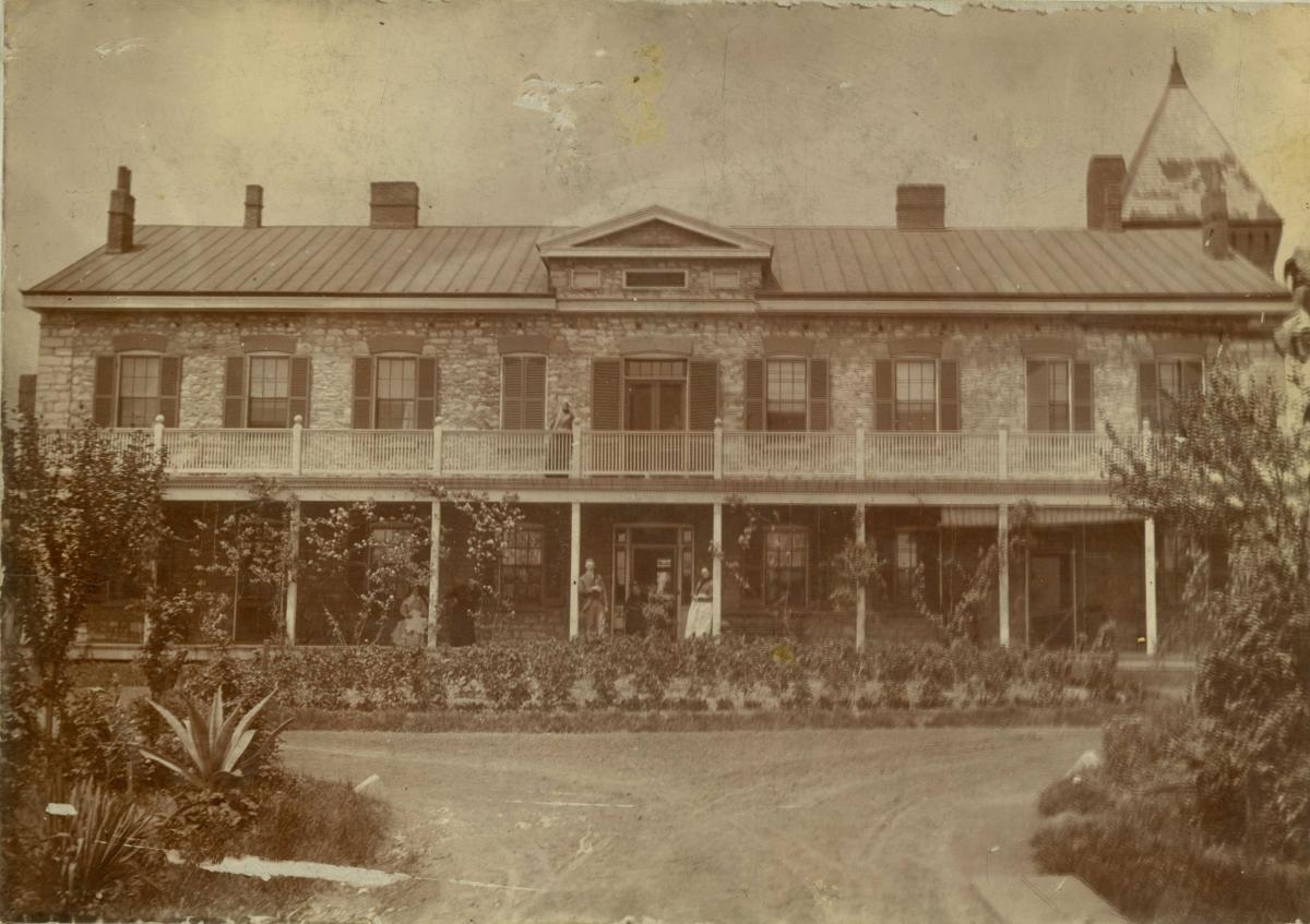 Charless_Home_1900