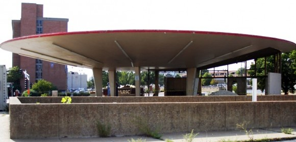 Del Taco Building in Beginning Stages of Makeover