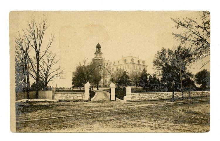 Photo Source: Missouri Historical Society - William Swekosky Collection