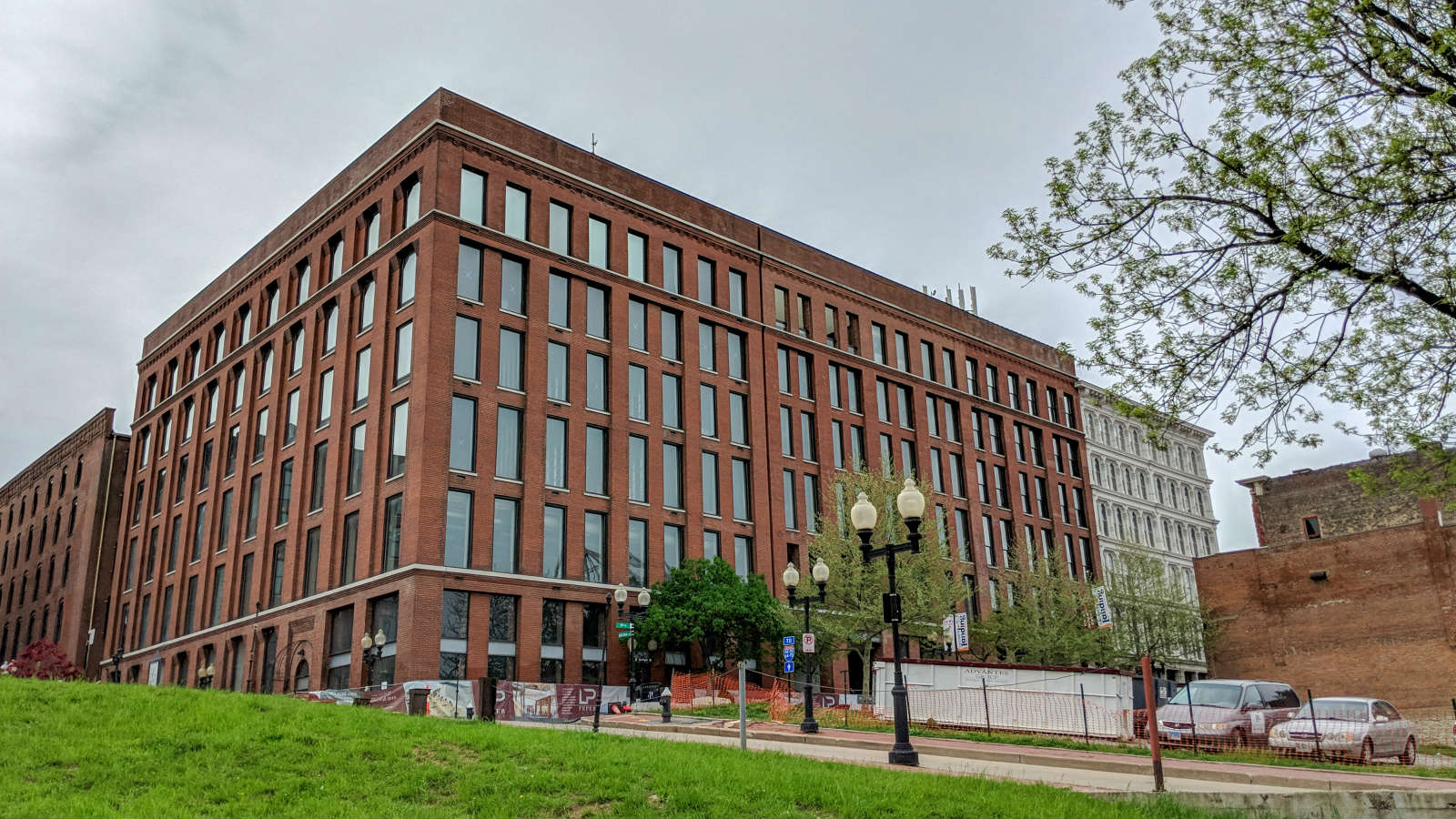 Renovation of the Peper Building Underway in Laclede's Landing