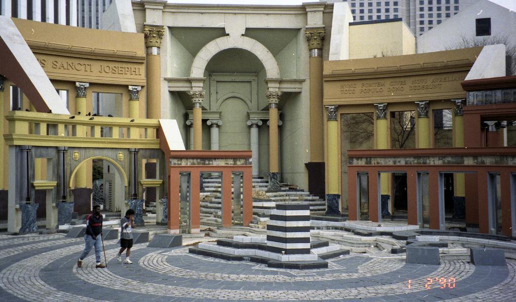 PiazzaDItalia1990